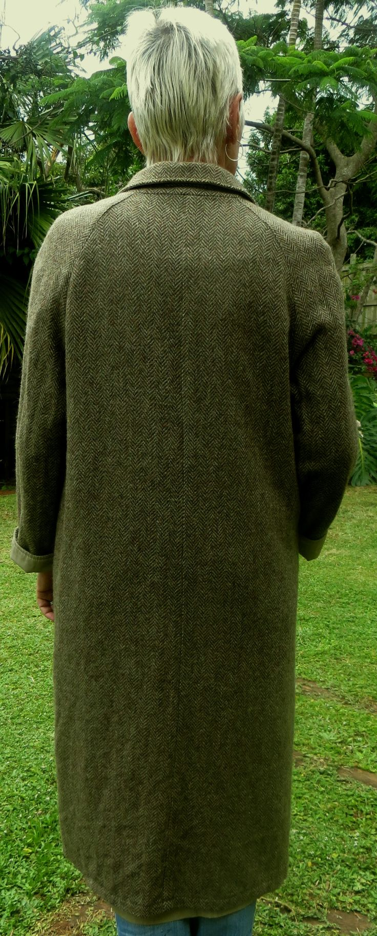 A European winter reversible with an all weather light khaki on one side and a wool herringbone tweed on the other. It has hidden buttons, simple lines in a straight cut, it is missing it's belt but suits the straight cut, padded shoulders, two pockets each side, well finished, excellent tailoring and in good condition.