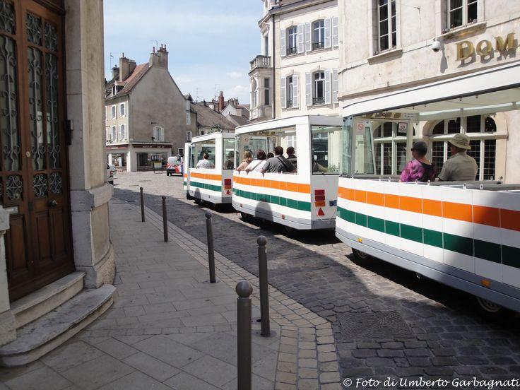 ... trenino turistico per city-tour  - Beaune (F) - 01 lug 2010 - © Umberto Garbagnati -