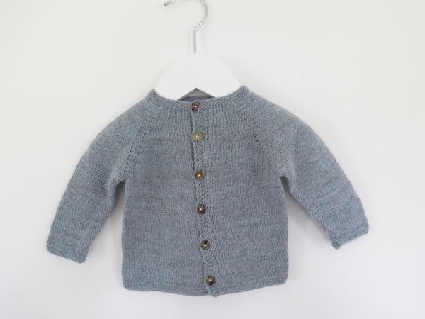 Klassisk babytrøje 0-3 (6) 12 (18) 24 mdr (opskrift) - Majlunds.dk