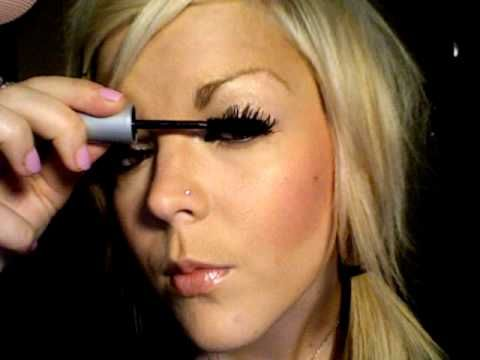 how to make your lashes look like falsies. i am going to give this a try! so simple!