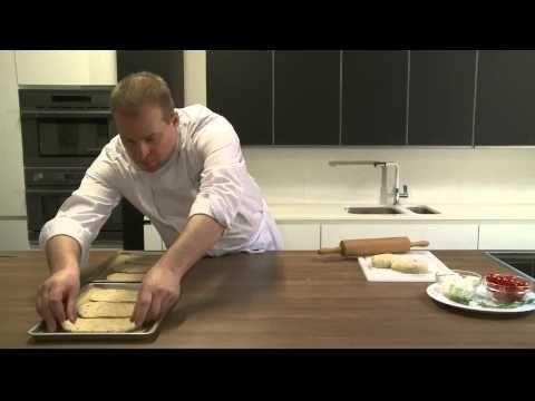 ▶ Focaccia van Grieks olijvenbrood met feta en kerstomaten - YouTube