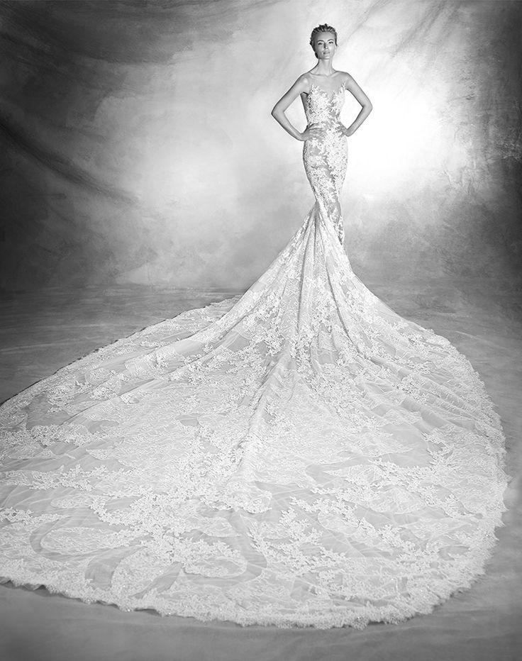 Atelier Pronovias verda, collectie 2016 Koonings heeft deze waanzinnig mooie trouwjurk gekozen voor de bruid die zich wil hullen in een luxueuze en exclusieve creatie. Het tere weefsel van de jurk is aan de voorzijde en rugpand bedekt met weelderige kant. De transparantie van de jurk samen met de gigantische sleep is één woord grandioos.