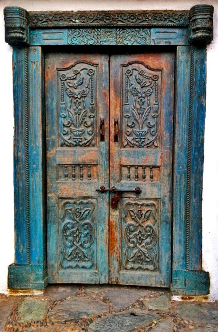 Şirince, İzmir, Turkey, ornaments, old wooden door, cracks, details, entrance, doorway, indgangsparti, beauty, architechture, carvings, photo