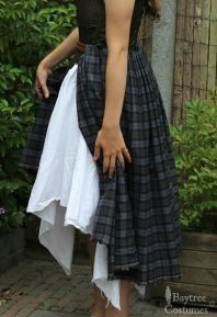 The Arisaid: how women wore the 9 yards of tartan. More like: how women wore the Scottish great kilt. I've posted part 1 and 2 of my Outlander sewing how-to. Hope you'll be inspired for your Outlander project - also more Arisaid and great kilt info: https://baytreecostumes.wordpress.com/projects/the-outlander-project-suaip-culaidh-2/
