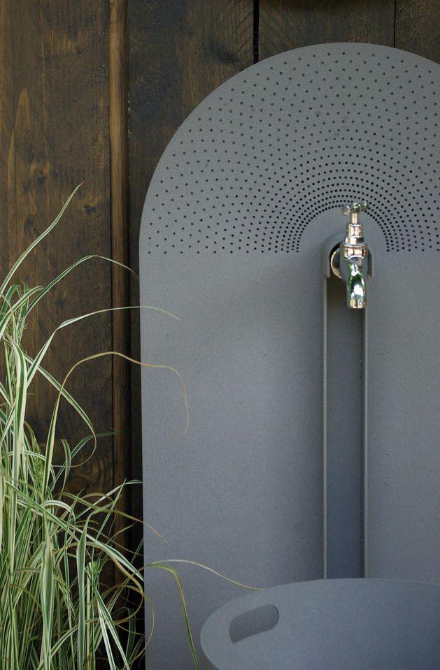 galvanized-steel-garden-accessories-from-laorus-2.jpg