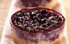 Grießkuchen in Förmchen mit Johannisbeeren: Rezept