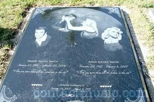 Anna Nicole Smith's new grave at the Lakeview Cemetery depicting images of herself and her son Daniel Wayne Smith who died at the age of 20 Nassau, Baha....