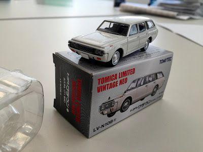 日本自動車デザインコーナー 「Japanese Car Design Corner」: Tomica Toyota Crown Custom model