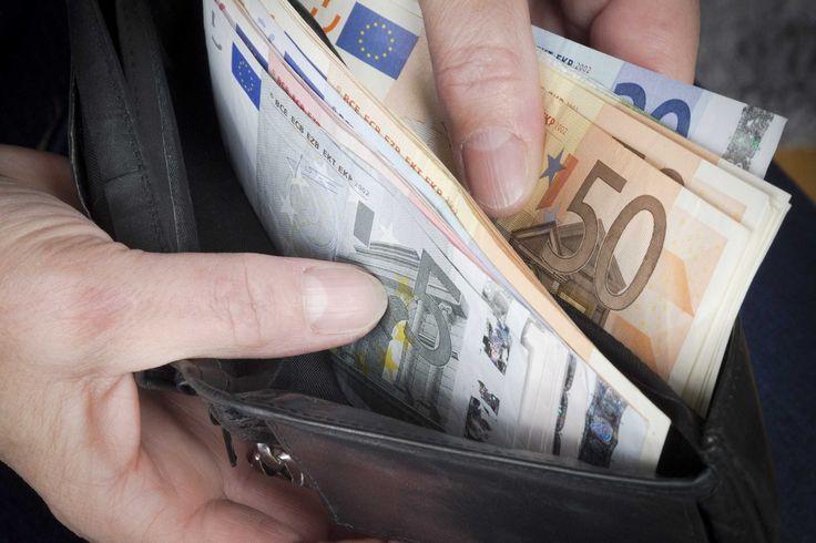 De forse daling van olieprijzen in de afgelopen maanden is per saldo positief voor de Nederlandse economie. Zo heeft de lage inflatie in 2015 onder meer een gunstig effect op de koopkracht van Nederlanders. http://www.z24.nl/economie/cpb-ziet-gunstig-effect-lage-olieprijzen-meer-groei-en-meer-koopkracht-in-2015-52139