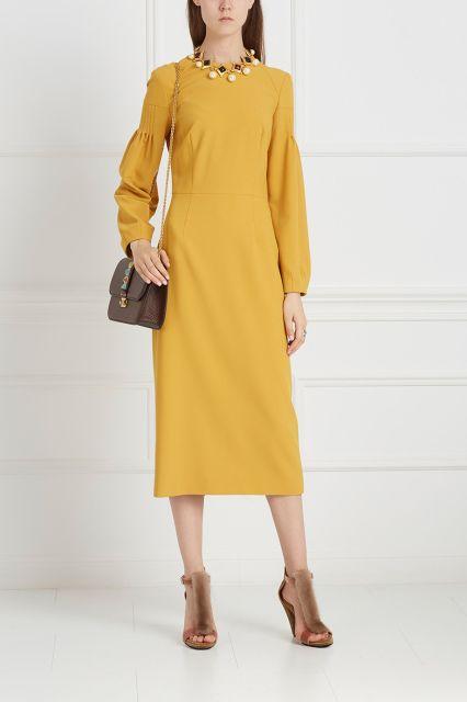 Однотонное платье A LA RUSSE - Идеальный выбор для создания образа в расслабленном богемном стиле: платье из атласной ткани горчичного цвета из коллекции знаменитого российского бренда A la Russe в интернет-магазине модной дизайнерской и брендовой одежды