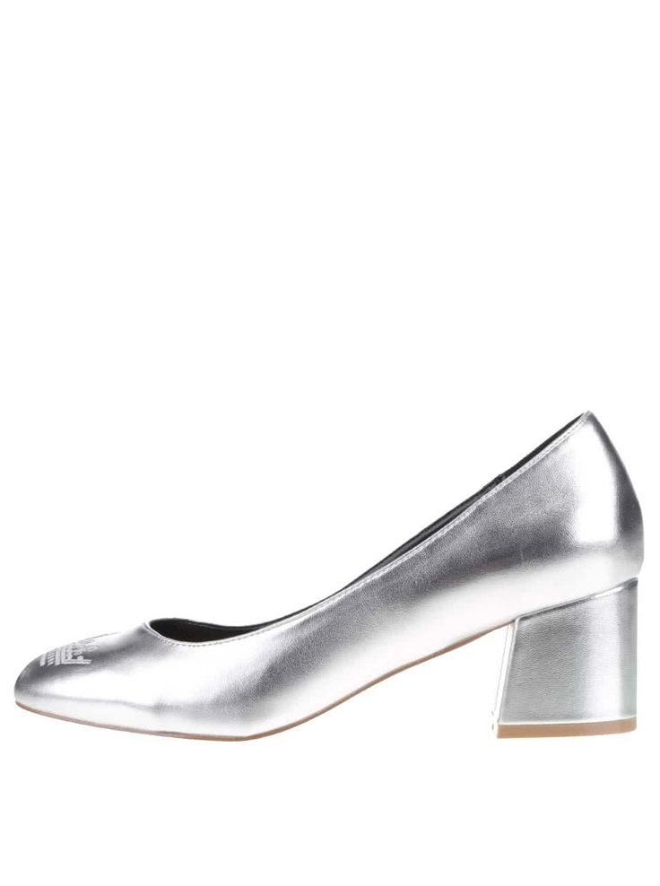To, že tento kousek jsou boty pro královny večírku dokazuje výšivka koruny na špičce. O celkovém majestátním designu nemluvě.Požadujte to...