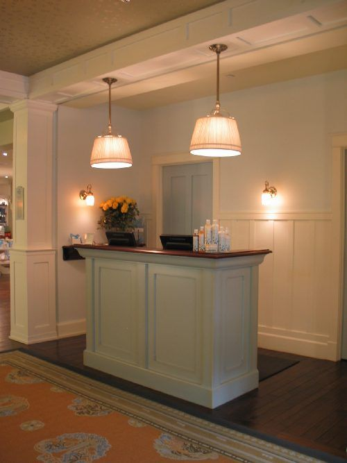 25 Best Ideas About Small Reception Desk On Pinterest Salon Reception Desk Salon Reception