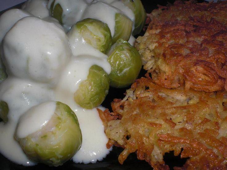 Kartoffelrösti und Rosenkohl mit Senfsauce