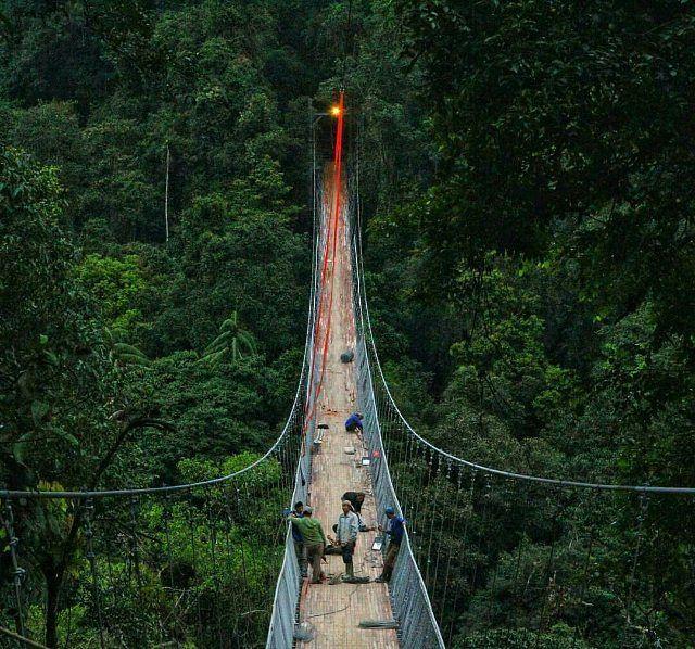 @Regranned from @sukabumitoday -  Progress pekerjaan jembatan gantung situ gunung (25/12) masih belum kelar ya #barayaST harap bersabar utk bisa mengambil moment di lokasi ini ... .  @Regranned from @jwildan10 -  ini tempat bakalan jadi tempat yang hits di sukabumi dan bakalan jadi kebanggaan sukabumi juga ini salah satu yg bakalan mecahin rekor MURI untuk jembatan gantung terpanjang se indonesia . .  #sukabumi #westjava #genpi #genpijabar #genpisukabumi #explore #exploresukabumi…