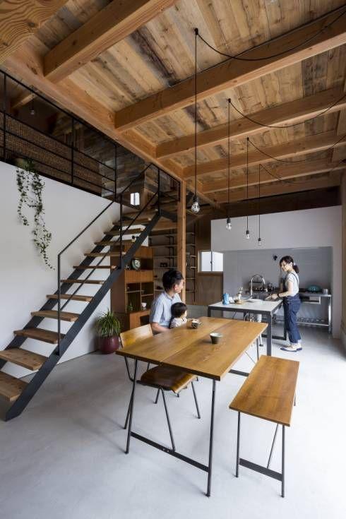 ishibe house: ALTS DESIGN OFFICEが手掛けたラスティックダイニングです。