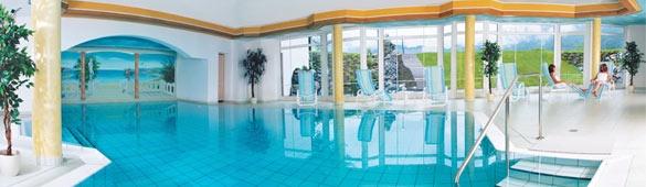 Schwimmbad im Wellnessbereich. BEST WESTERN PLUS Hotel Alpenhof.