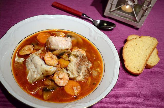 Σούπα με κοκκινόψαρο, γαρίδες και noodles