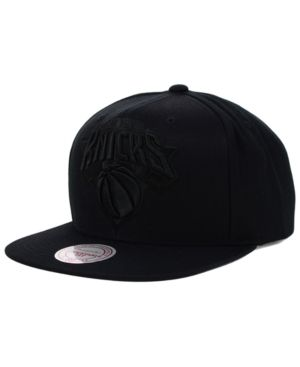 Mitchell & Ness New York Knicks Team Snapback Cap - Black Adjustable