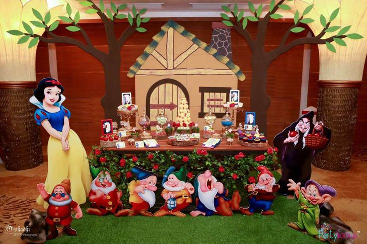 Snow White and The Seven Dwarfs 1st Birthday Party | CatchMyParty.com