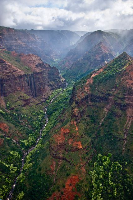Waimea Canyon Flyover by Thorsten Scheuermann on Flickr.