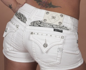 ROTFLMFAO these made me laugh so hard, can you say trailer trash without saying a word? Yes just put these on! Love that the model is also sporting a tramp stamp. Classy!