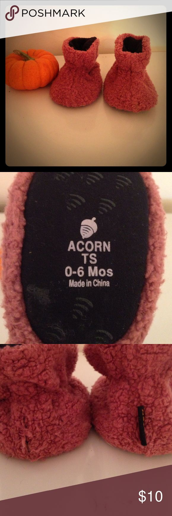 Acorn bootie slippers, girls 0-6 months! Good used condition Acorn bootie slippers, girls size 0-6 months. Cozy, warm, and perfect for little feet! *Label tag missing from one. Acorn Shoes Slippers