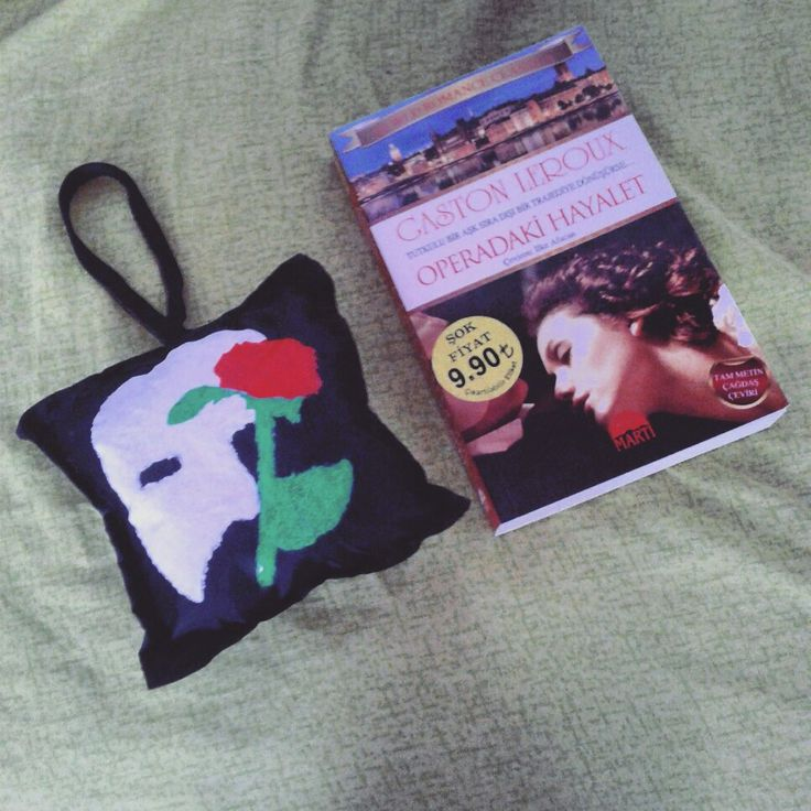 The Phantom Of The Opera Puf Pillow DIY Designer and Book ... #thephantomoftheopera #christinedaae #erik #pufpillow #book