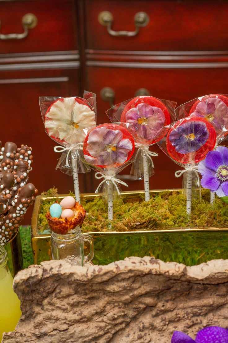 Handmade floral lollipops from Nadia & Co. www.nadiaandco.com