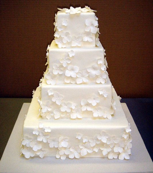 Love this all white wedding cake by Betty Bakery Wedding Cakes