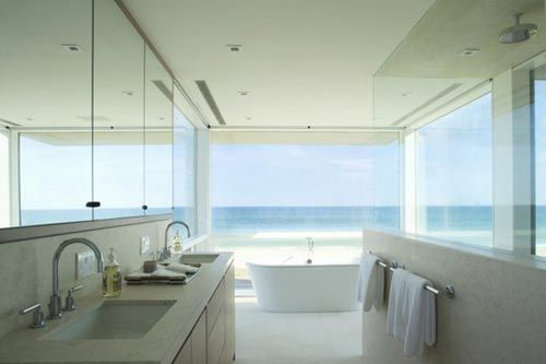 Badkamers voorbeelden » Luxe badkamer met oceaan uitzicht
