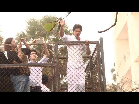 CHECKUT Shahrukh Khan greets fans EID MUBARAK 2016 from his home Mannat. See the full video at : https://youtu.be/RNiJOEm07Tg #shahrukhkhan #eid #eidmubarak