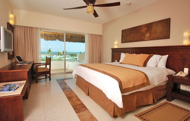 Blue Bay Grand Esmeralda Resort and Spa - All-Inclusive Deals, Cancun Vacation Packages http://www.dreamtripsdepot.com