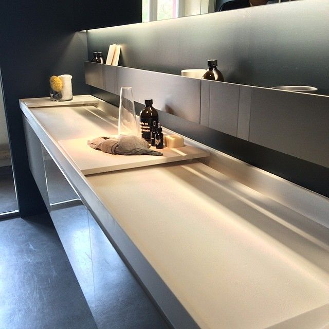 Agape Evoluzione EVO-E1 with brushed anodised aluminium SEN taps and shelves