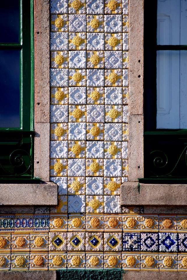 Tiles and windows - Porto, PORTUGAL. ----------------- Azulejos e janelas - Porto, PORTUGAL.