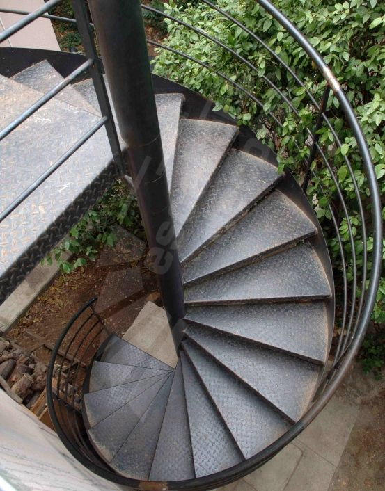 Les 25 meilleures id es de la cat gorie escalier for Escalier helicoidal exterieur