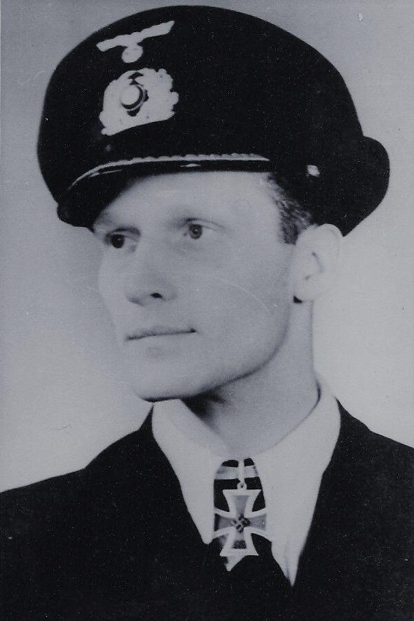 "Oberleutnant zur See Gerhard Schaar (1919-1983), Kommandant Unterseeboote ""U 957"", Ritterkreuz 01.10.1944"