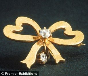 Ribbon brooch with diamonds  made of 14k yellow gold