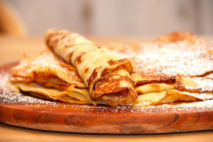 Pandekage opskrift: Her er den perfekte opskrift på lækre pandekager, og med et par gode tricks fra kokken, så pandekagerne bliver en succes. Den bedste pandekage opskrift, og her er samtidig et pa…