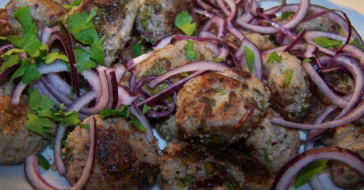 Grekiskt kryddade köttbullar gjorda på lammfärs.