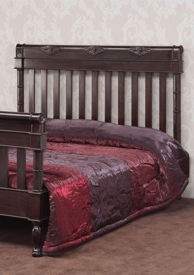 www.livinghome.nl info@livinghome.nl €550,- #bed #tweepersoons #klassiek #hout #bruin #interieur #slaapkamer