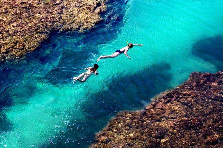 """Por Eduardo de Vessoni, do site Viagem em Pauta Considerada uma das mais belas regiões do litoral do Nordeste, a Costa do Dendê abriga destinos paradisíacos como a Península de Maraú, no sul da Bahia. Um dos atrativos mais populares do destino são as piscinas naturais de Taipu de Fora com até um quilômetro de...<br /><a class=""""more-link"""" href=""""https://viagem.catracalivre.com.br/geral/roteiro-viagem/indicacao/saiba-qual-a-melhor-epoca-para-conhecer-a-peninsula-de-marau/"""">Continue lendo ..."""