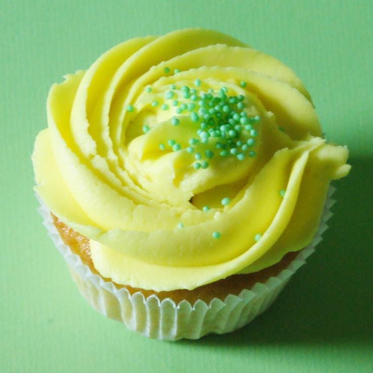 Lemon Cupcake  www.yummcupcakes.com