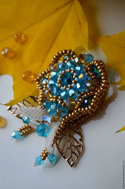 Купить Мини-брошь Купидончик - голубой, золотой, молочный, белый, брошь, брошь из бисера