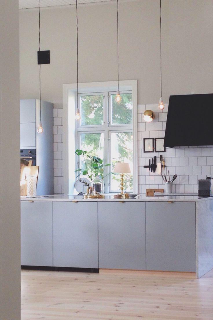 När kökssoffan är inskjuten i köksön ser den ut som en helt vanlig köksö.