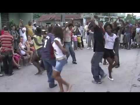 Rueda de Casino – Cuban Salsa Dance Wheel | Dance Corner. This is so much fun!