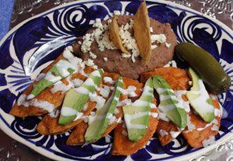 Enchiladas Potosinas es una comida común en mi casa. Comparada con otro tipos de enchiladas estas son diferente y llenas con sabor.