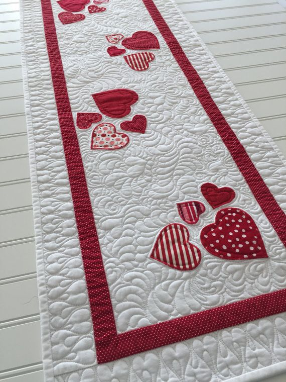 Quilting Table Runner Ideas : Best 25+ Quilted table runners ideas on Pinterest Table ...