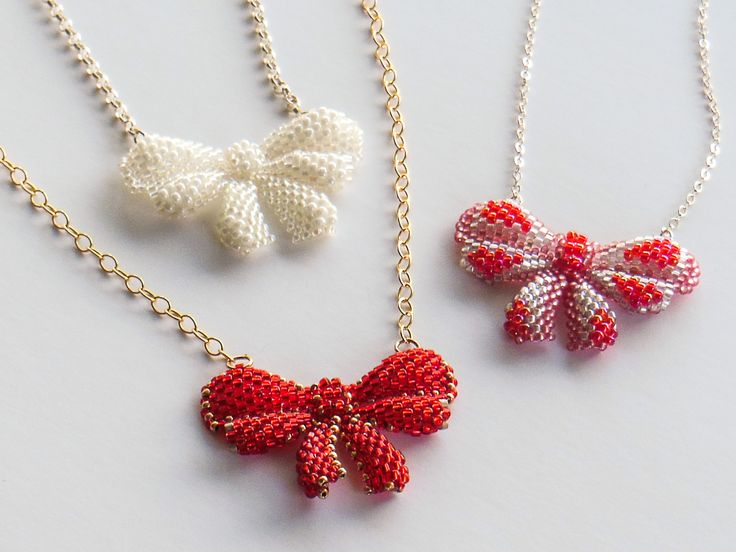 Magdalena's Beaded Bows - pendant with seed beads, Bead & Jewellery magazine issue 45