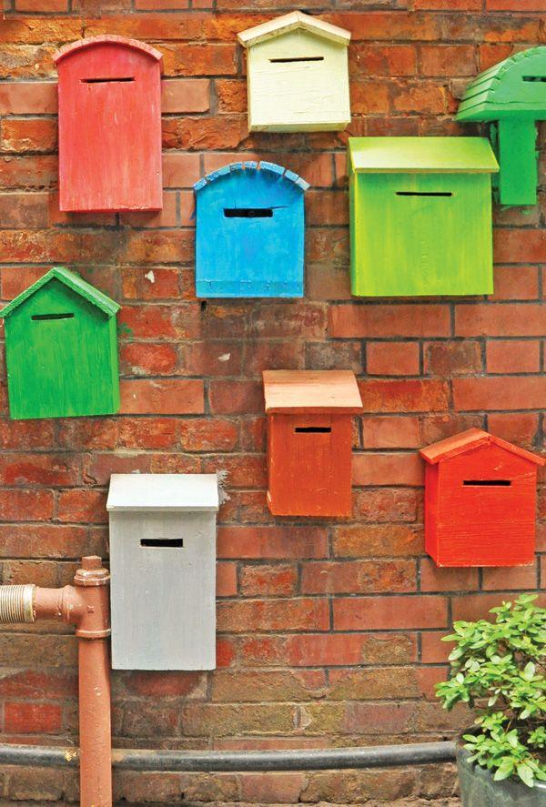 Kolorowe skrzynki pocztowe