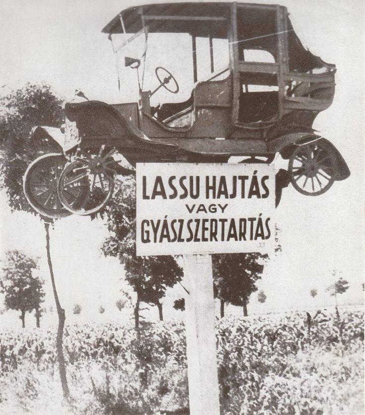 1939. Balesetmegelőző felhívás. A 7-es út balatoni szakaszán az enyingi elágazásnál volt. Egészen a negyvenes évek végéig, amikor ellopták. A csupasz alváz még a hatvanas évek végén megvolt. Bojár Sándor fotóművész képe.